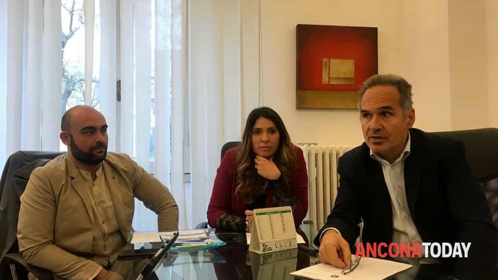 Nicolas Mobili con gli avvocati Federica Battistoni e Maurizio Miranda-2