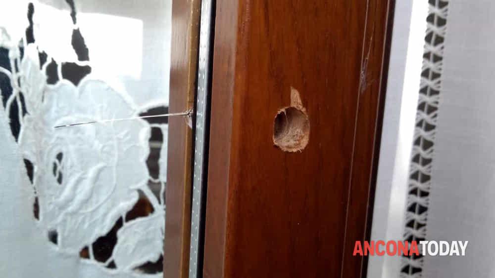 Buco finestra ladri Castellano-2