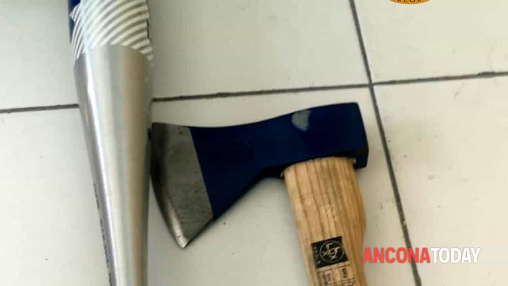 Mazza e machete sequestrati-2