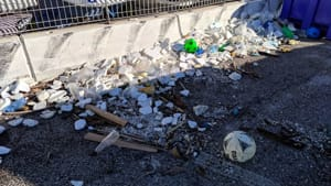 Plastica sulla costa di Ancona dopo la mareggiata dicembre 20193-2