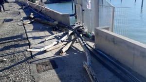 Plastica sulla costa di Ancona dopo la mareggiata dicembre 20192-2