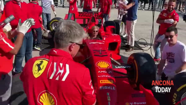 Pit stop in pieno centro per la Ferrari F1 - GUARDA IL VIDEO
