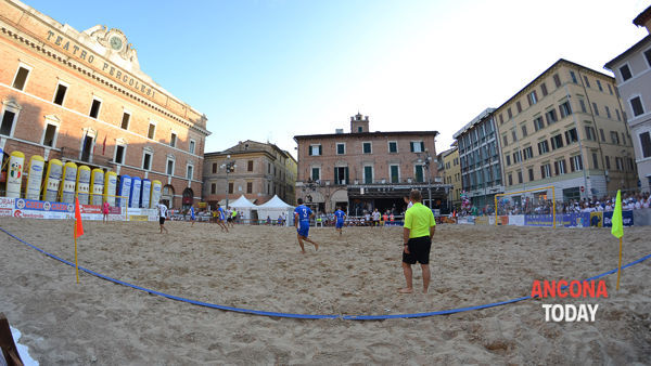 Beach soccer in piazza