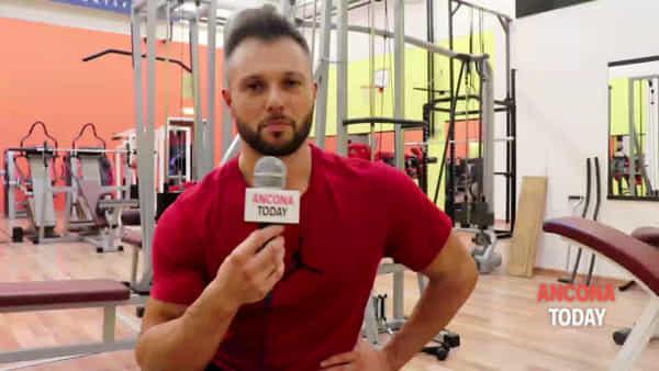 «Ero un ragazzo grassottello» oggi salva vite: il vigile del fuoco campione di bodybuilding | VIDEO