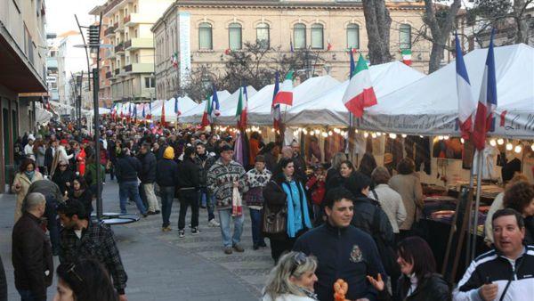 Mercatino di Natale: al via l'attesa kermesse in Piazza Cavour
