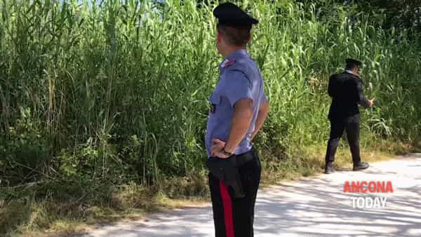 Cadavere trovato alla foce del fiume, carabinieri al lavoro nell'area blindata – VIDEO