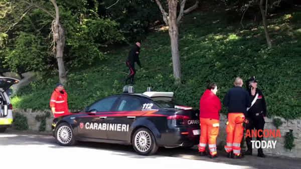 Uomo morto nel parco, il ritrovamento del corpo - VIDEO