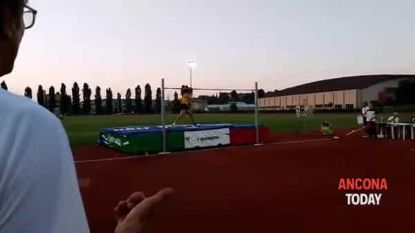 Tamberi è tornato, vola a 2,30 nella sua Ancona - VIDEO