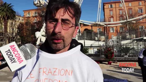 La rabbia di Sappanico arriva davanti al Comune | VIDEO