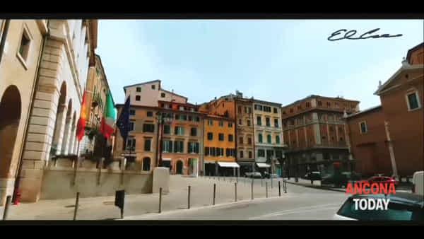 Un giro per Ancona in musica, la spettacolare passeggiata di Antonio | VIDEO