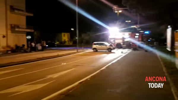 L'auto distrutta nello schianto contro il semaforo- GUARDA IL VIDEO