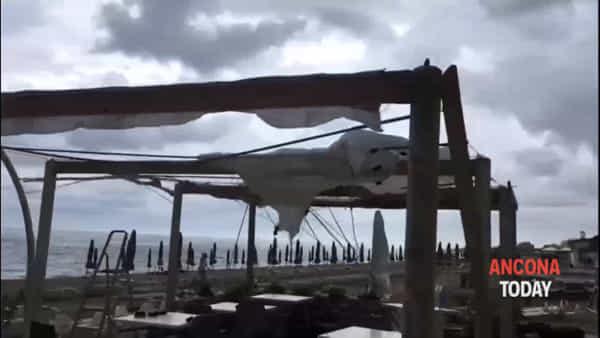 Tromba d'aria, il giorno dopo: viaggio sulla riviera devastata - GUARDA IL VIDEO