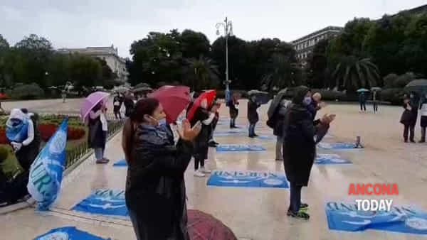 Gli infermieri marchigiani onorano i colleghi uccisi dal virus | VIDEO