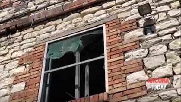 Dentro l'ex Mutilatini cade tutto a pezzi - GUARDA IL VIDEO