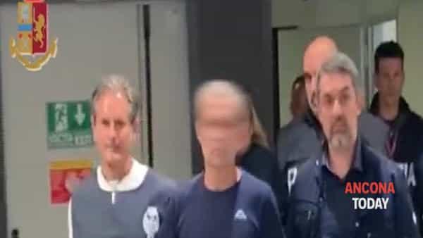 Fine della latitanza, il killer dell'avvocato sbarca a Fiumicino: le immagini dell'arresto - VIDEO