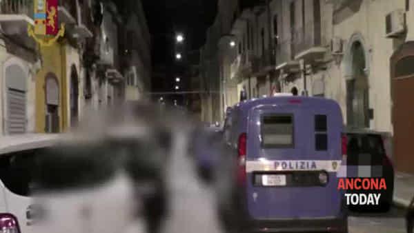 Mafia nigeriana in città, il blitz notturno e l'arresto | VIDEO