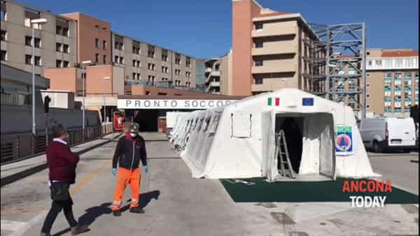 A Torrette arriva l'ospedale da campo, ecco le prime immagini | VIDEO