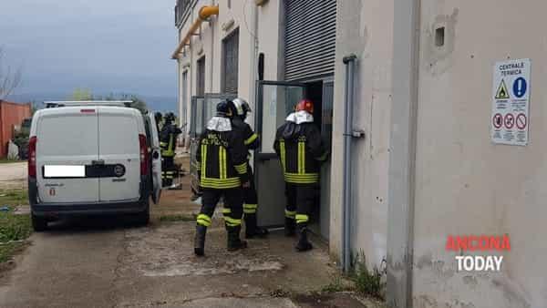 Esplode la caldaia dell'ospedale, i pompieri entrano nella centrale termica - VIDEO