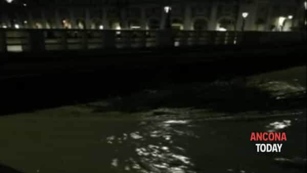 Il maltempo non dà tregua e ora il fiume fa paura - VIDEO