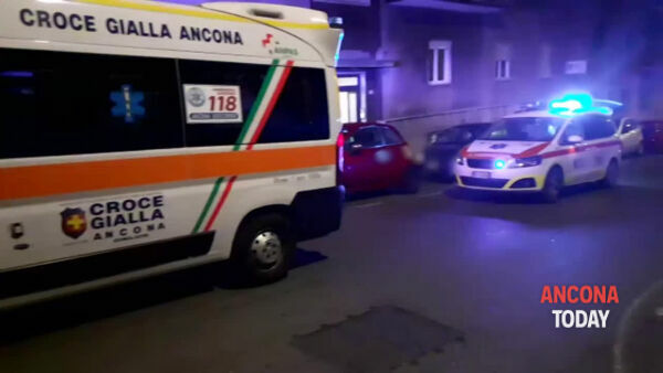 Donna trovata morta in casa: i soccorsi | VIDEO