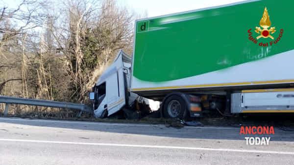 Incidente stradale a Staffolo sulla Provinciale 502 contrada Cavalline2-2