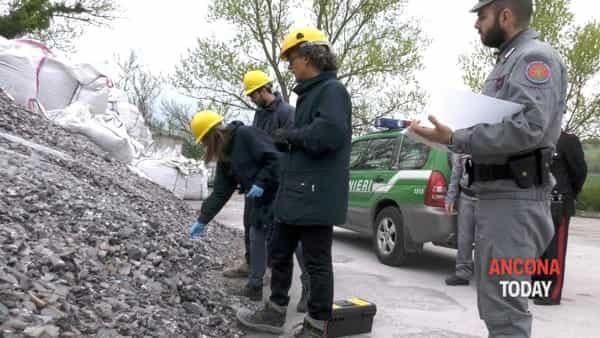 Tonnellate di rifiuti pericolosi, la montagna fa paura - VIDEO