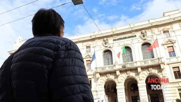 Bufera corruzione in Comune, parla la città: «Poca fiducia nell'amministrazione, ma no giustizialismo» | VIDEO