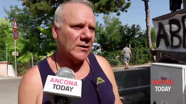 I residenti alzano la voce: «La nostra vita tra macerie e discarica» - GUARDA IL VIDEO