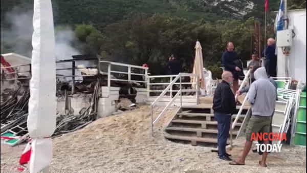 Spiaggia Bonetti non c'è più, il titolare disperato davanti alle macerie | VIDEO
