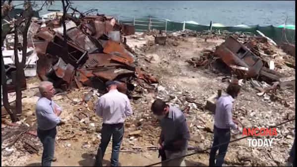 Spiaggia Bonetti, i Ris al lavoro sui resti dello chalet | VIDEO