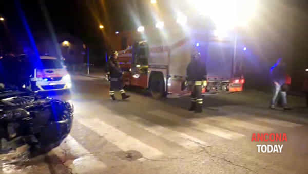 I soccorsi e le auto distrutte: le immagini dell'incidente - GUARDA IL VIDEO
