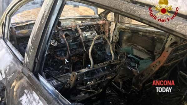 Incendio auto Filottrano2-2