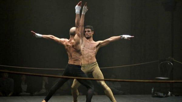"""Un ring al posto del palco, i pugili-danzatori di """"Rocco"""" in esclusiva al Teatro delle Muse"""