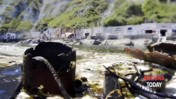 Vetro, plastica e metalli in mare: ci pensano i volontari | VIDEO
