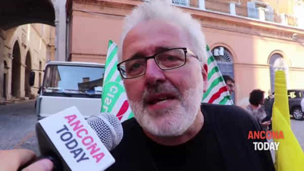 """In piazza per Carola, """"Siamo sulla stessa barca"""": «Ma non chiamatela eroina» - VIDEO"""