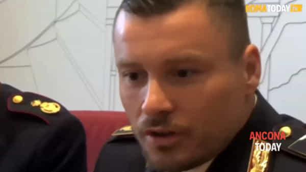 Agente di polizia accoltellato: «Noi accerchiati nel quartiere, devo la vita al collega anconetano»