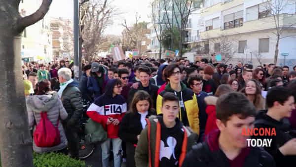 Emergenza clima, l'urlo dei giovani anconetani – GUARDA IL VIDEO