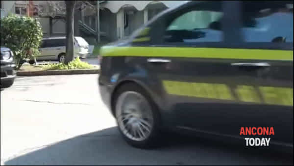 Un grazie agli operatori sanitari dell'Inrca, le immagini tra applausi e commozione | VIDEO