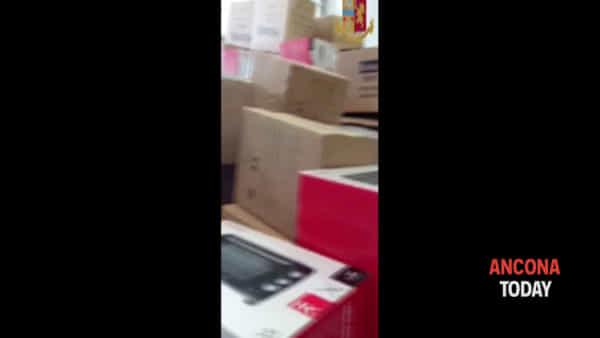 Il camion trasporta elettrodomestici rubati, l'intervento della polizia e l'arresto del conducente- VIDEO