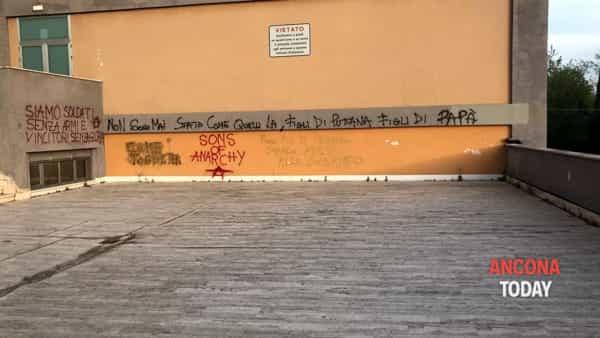 Scritte atti vandalici alla scuola Savoia- Benincasa1-2