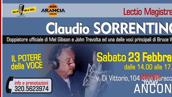 Claudio Sorrentino: la voce di John Travolta sul palco