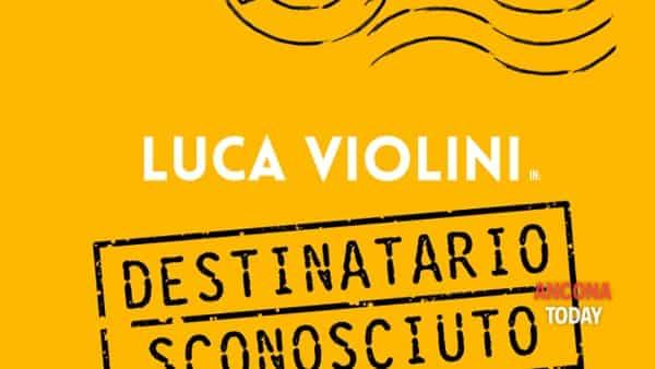 Destinatario sconosciuto: Luca Violini sul palco con lo spettacolo sull'Olocausto