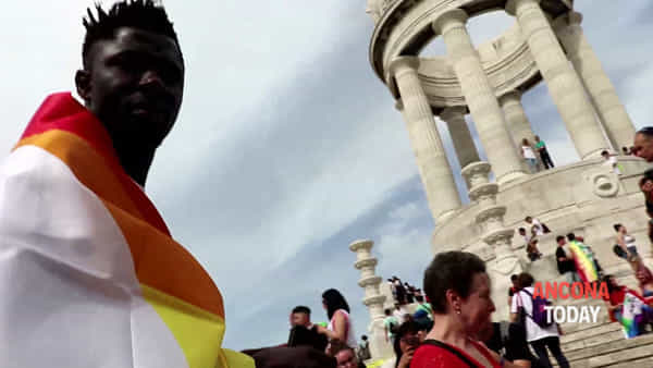 Marche Pride, l'onda dei diritti abbraccia Ancona - VIDEO