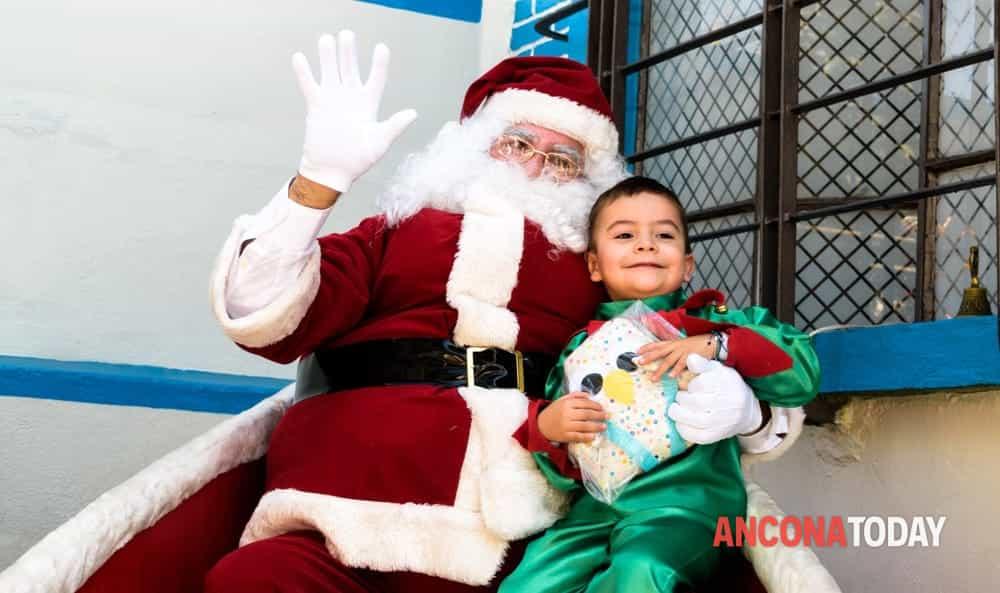 Visitare Babbo Natale.Natale A Staffolo I Bimbi Possono Visitare Le Case Del Grinch E Di Babbo Natale