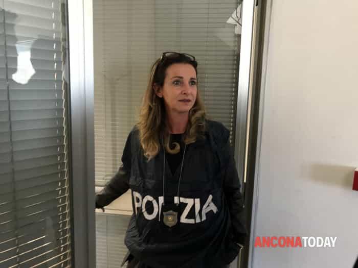 La polizia negli uffici del comune
