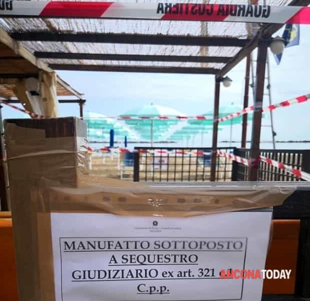 Sequestro bar chalet a falconara 4