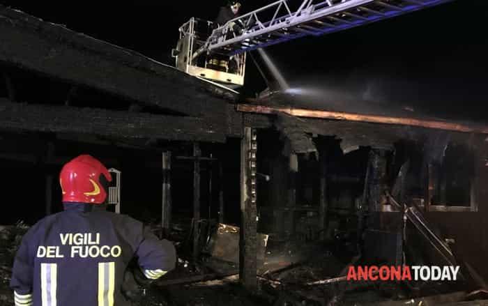 Incendio chalet tra Montemarciano e Marzocca8