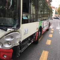 L'autobus coinvolto nell'incidente in via Torresi-2